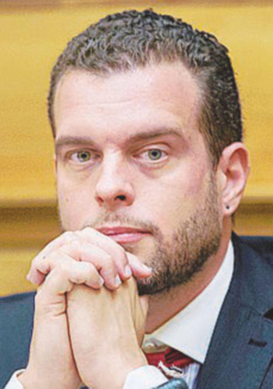 Adesso nel mirino il vicepresidente Vignaroli (M5S)