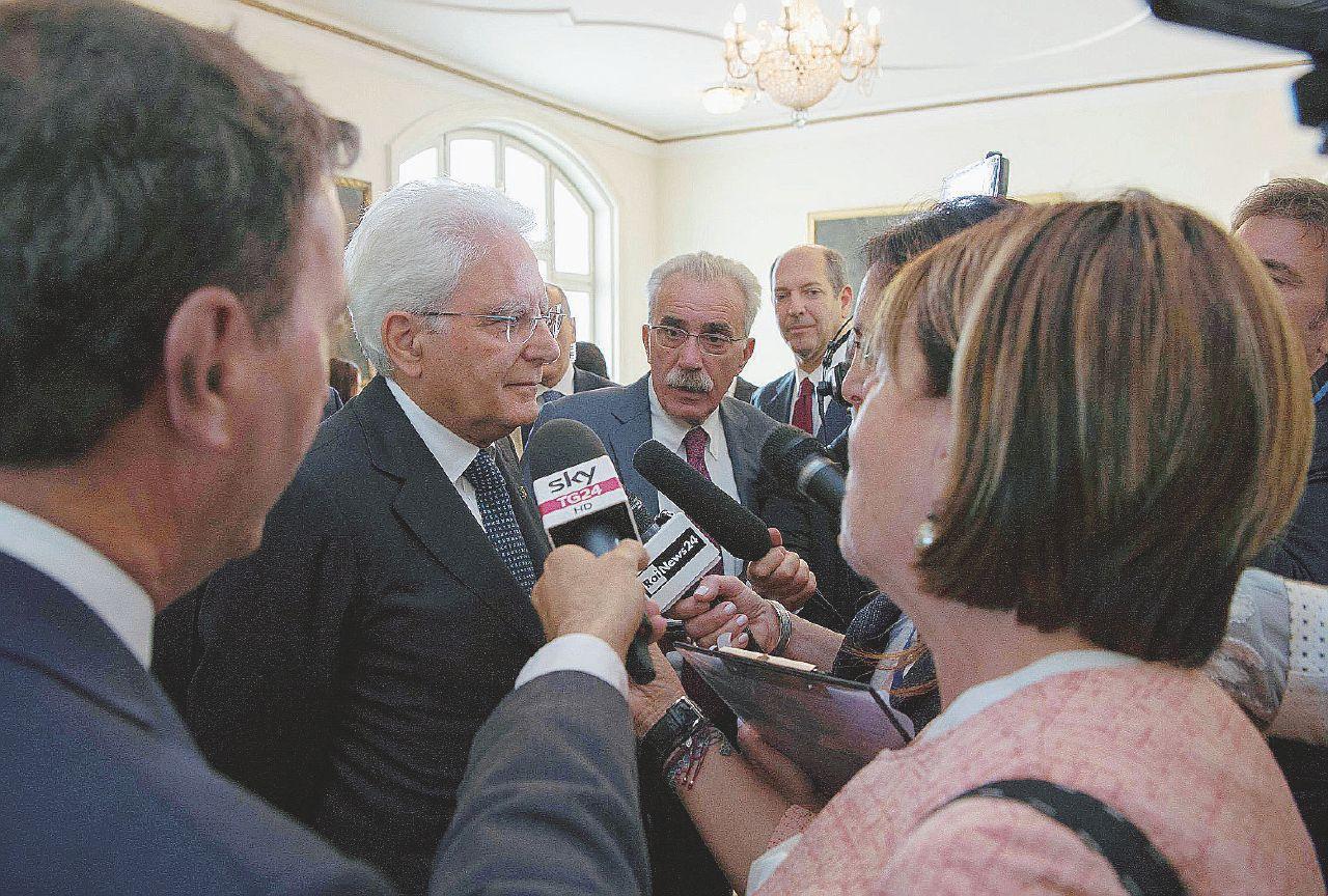 Mattarella zittisce Phillips. Ma anche Merkel spinge il Sì