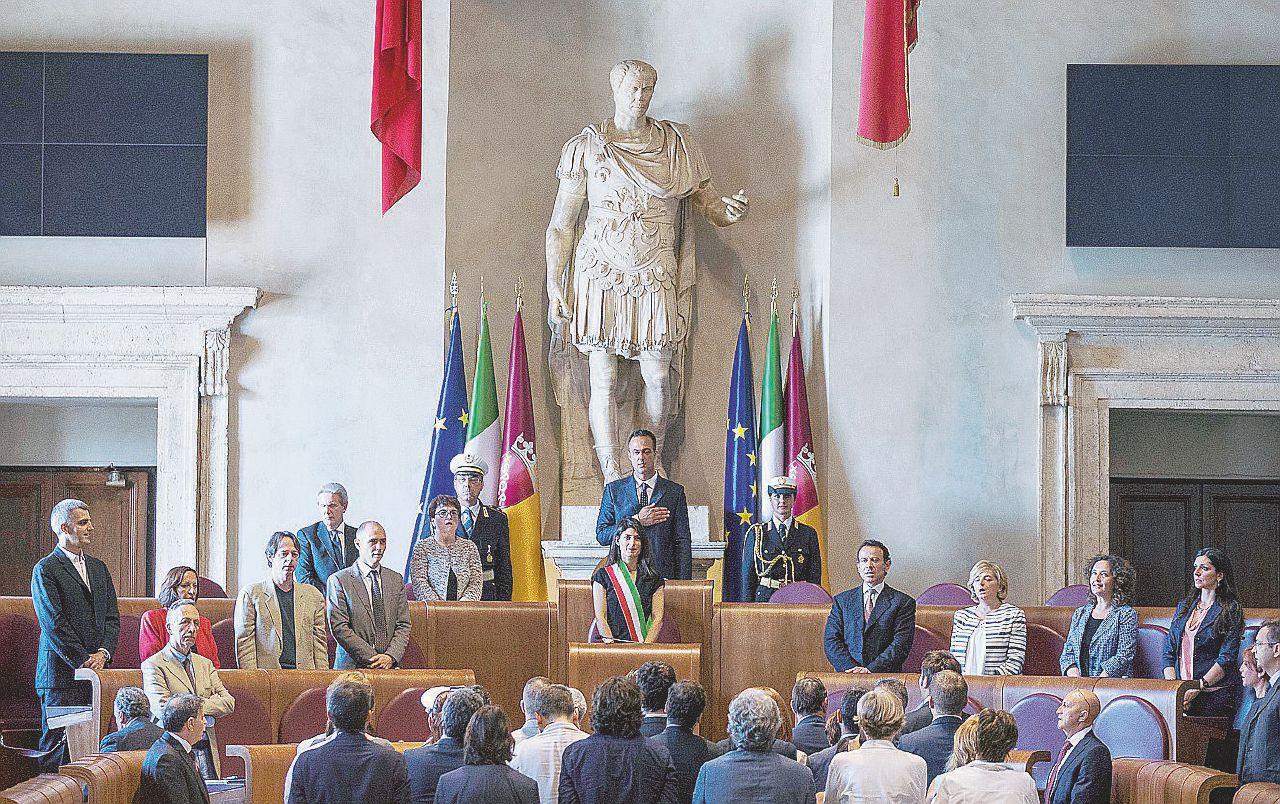 """Roma, i buchi nella giunta. Quanti """"no"""" alla Raggi"""