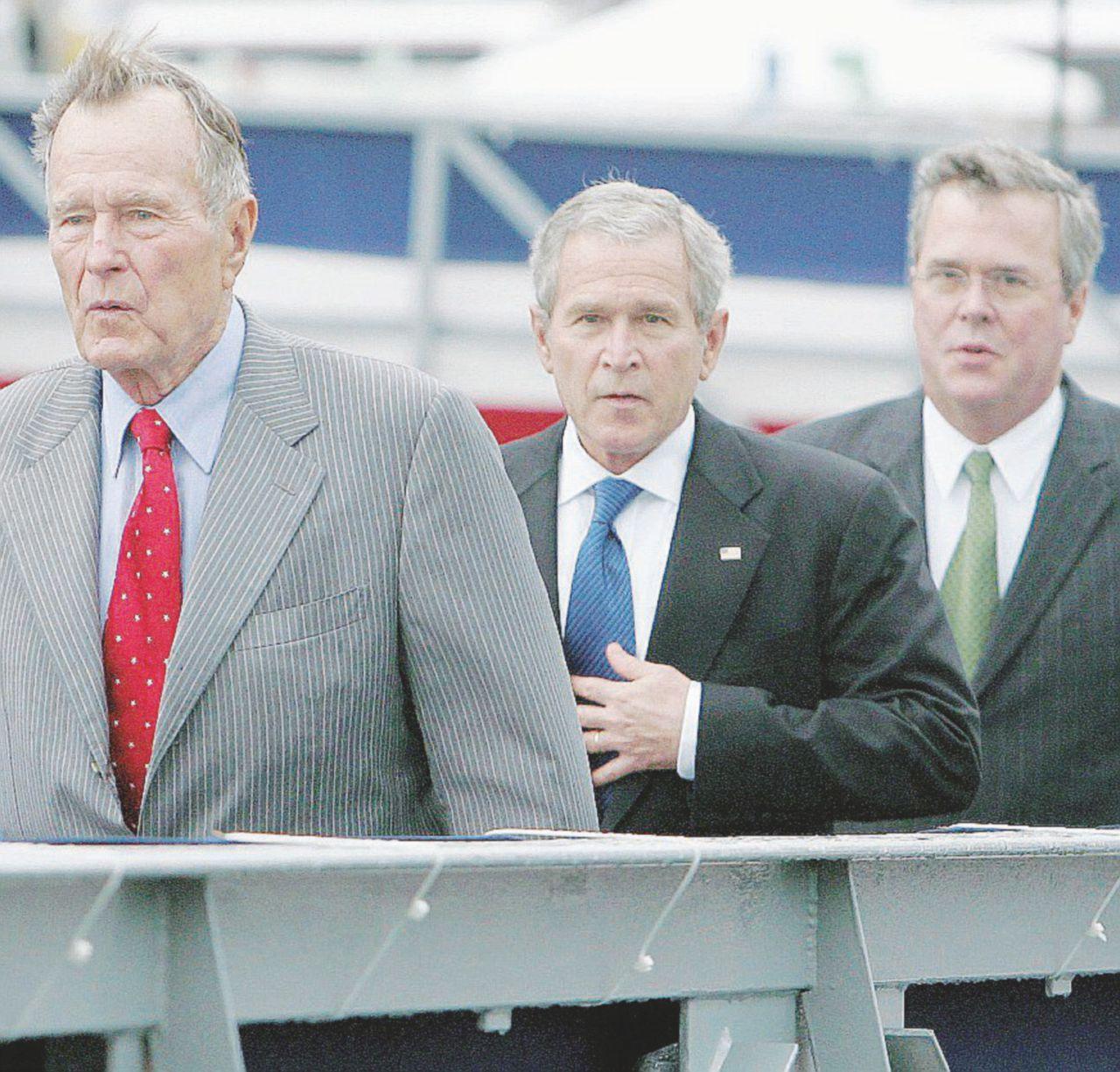 """Perfino Bush contro Trump. """"Nell'urna sceglierà Hillary"""""""