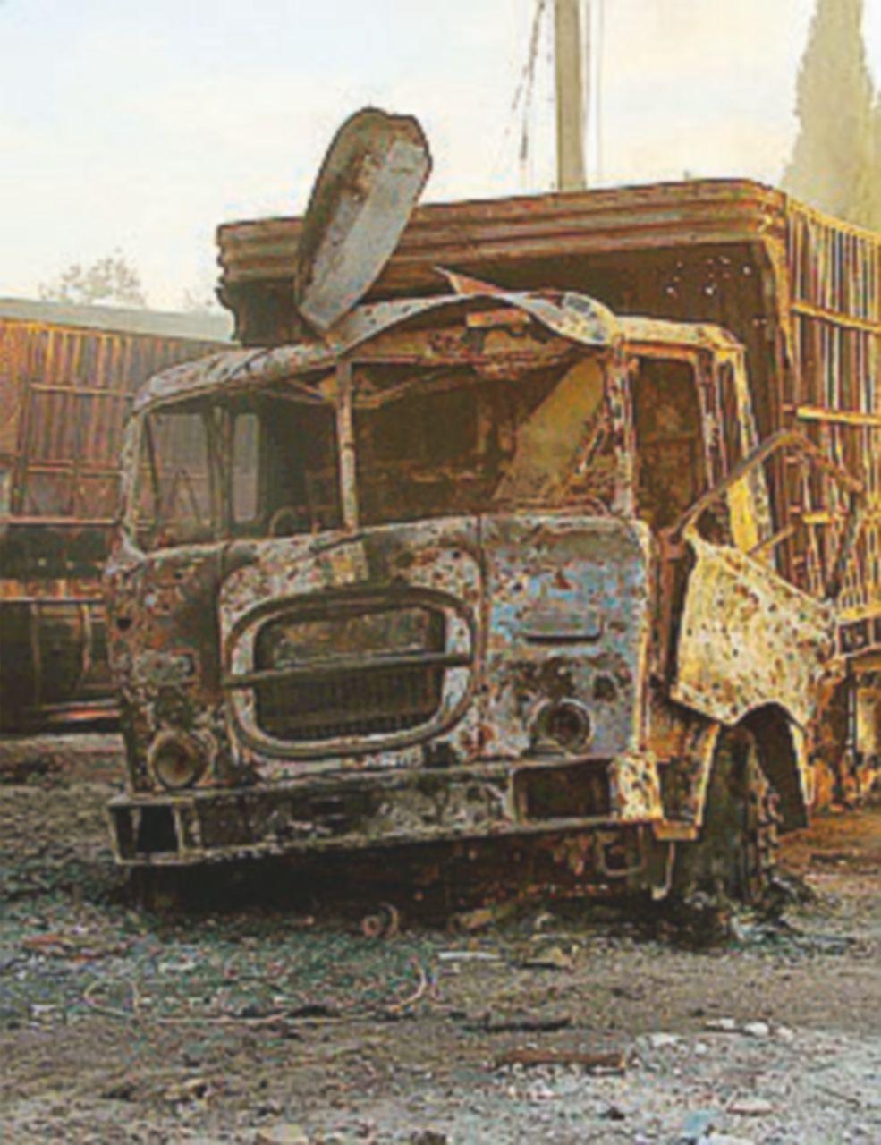 Bombe sul convoglio umanitario: la Croce Rossa non si ferma