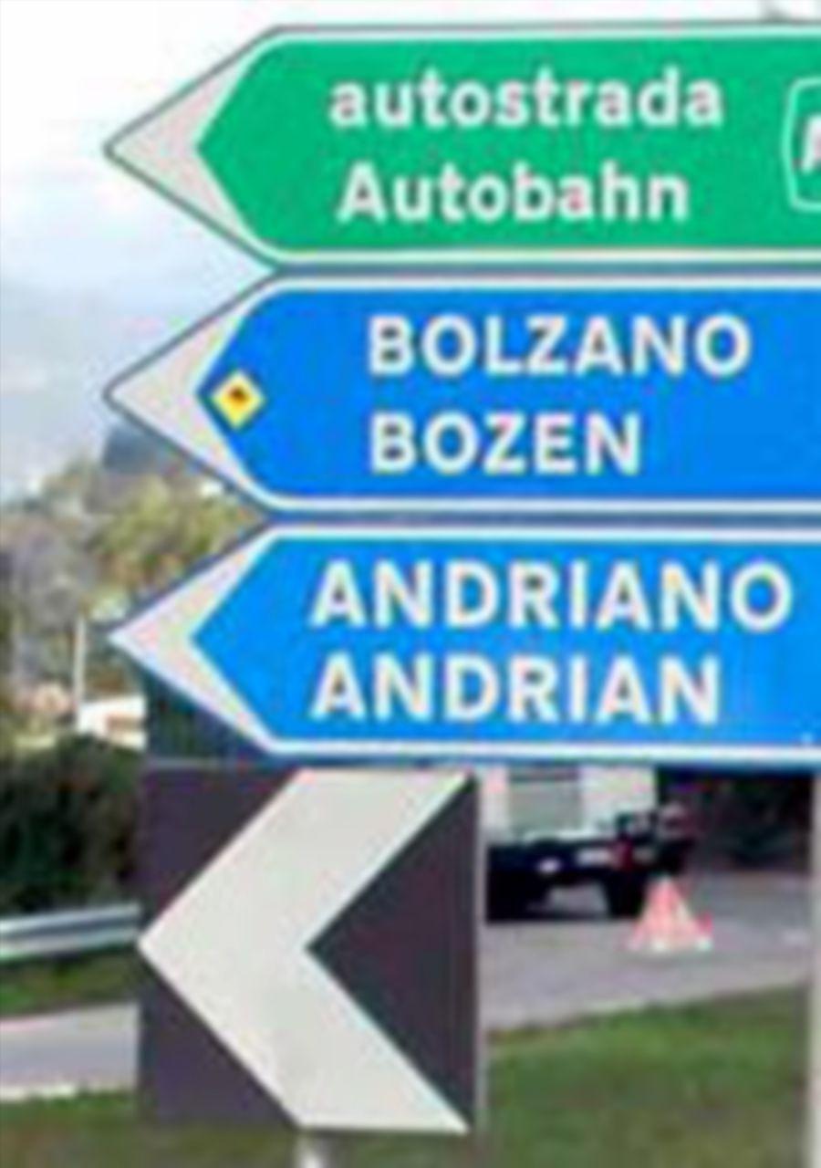 A Bolzano, il sit-in per difendere la segnaletica bilingue