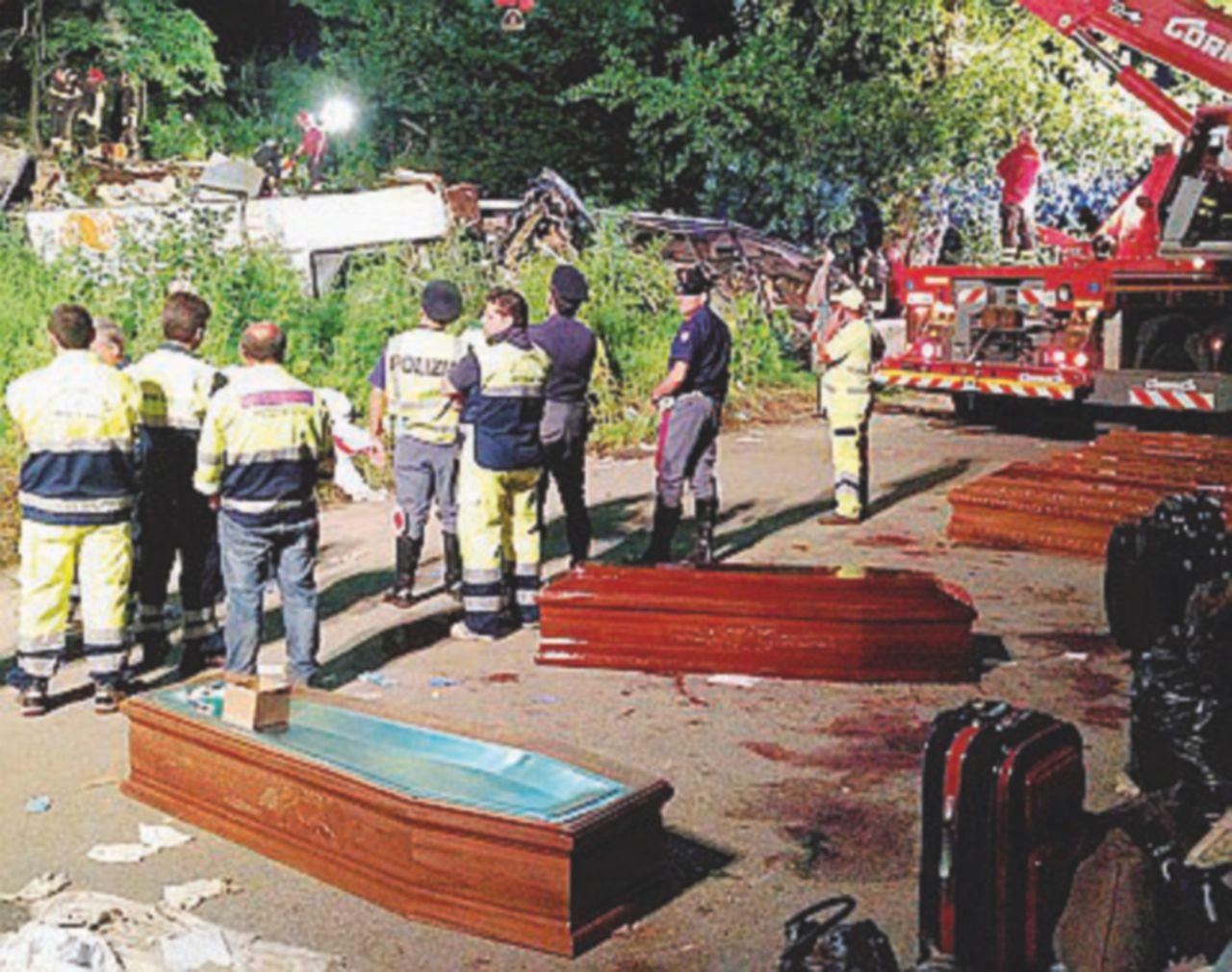"""In Edicola sul Fatto Quotidiano del 25 settembre: """"Sicurezza, i tagli di Autostrade hanno ucciso i 40 sul pullman"""""""