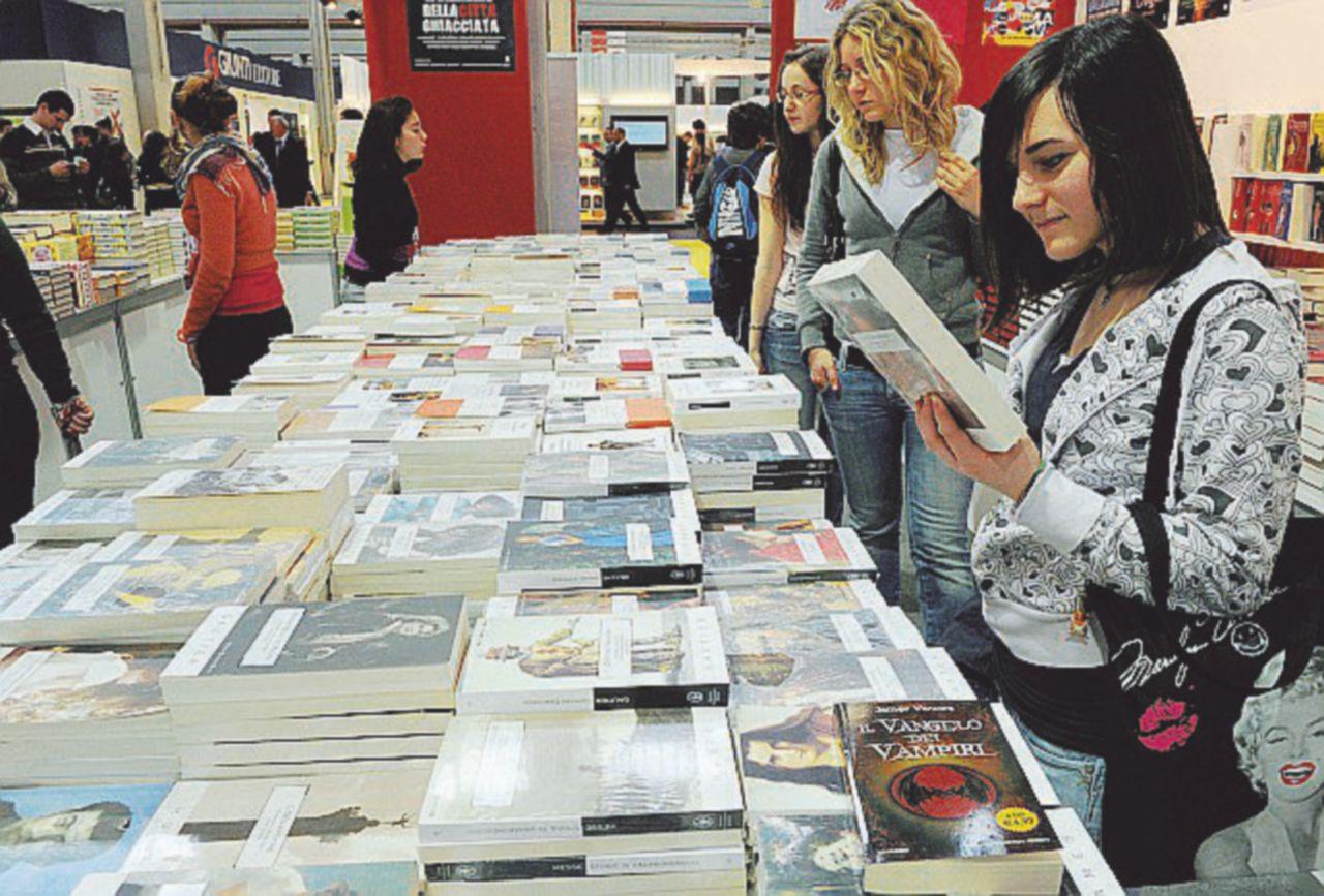 """Il referendum sbarca in libreria: decine di titoli sulla """"riforma"""""""