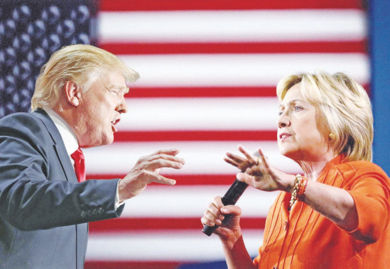 Hillary-Trump, una secchiona contro il magnate showman