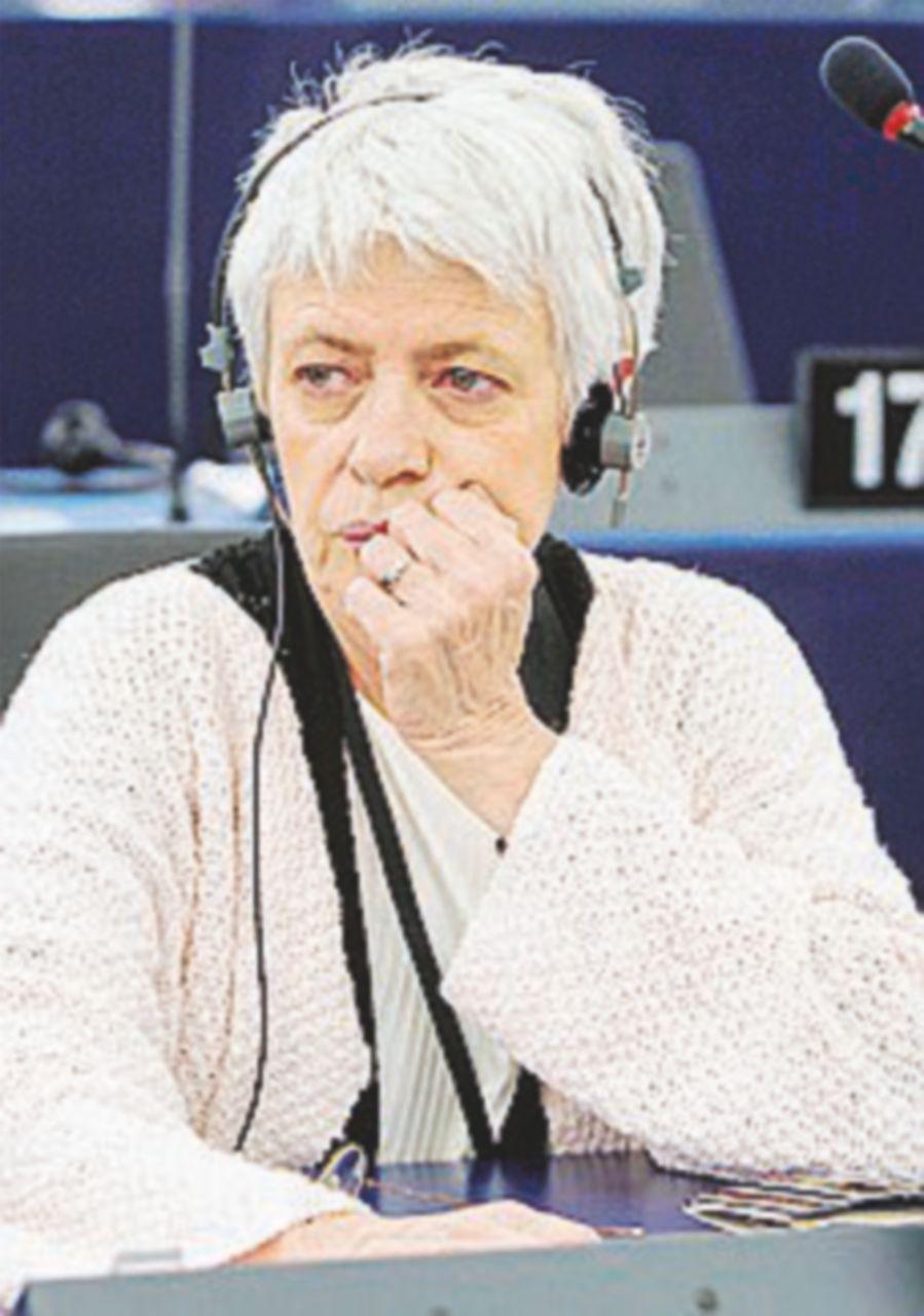 """Barbara Spinelli: """"Basta sparare contro i gommoni"""""""