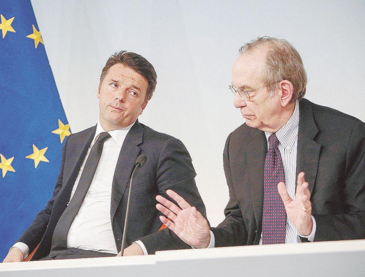 Renzi contro Padoan e l'Ue. Che lo gela: niente sconti