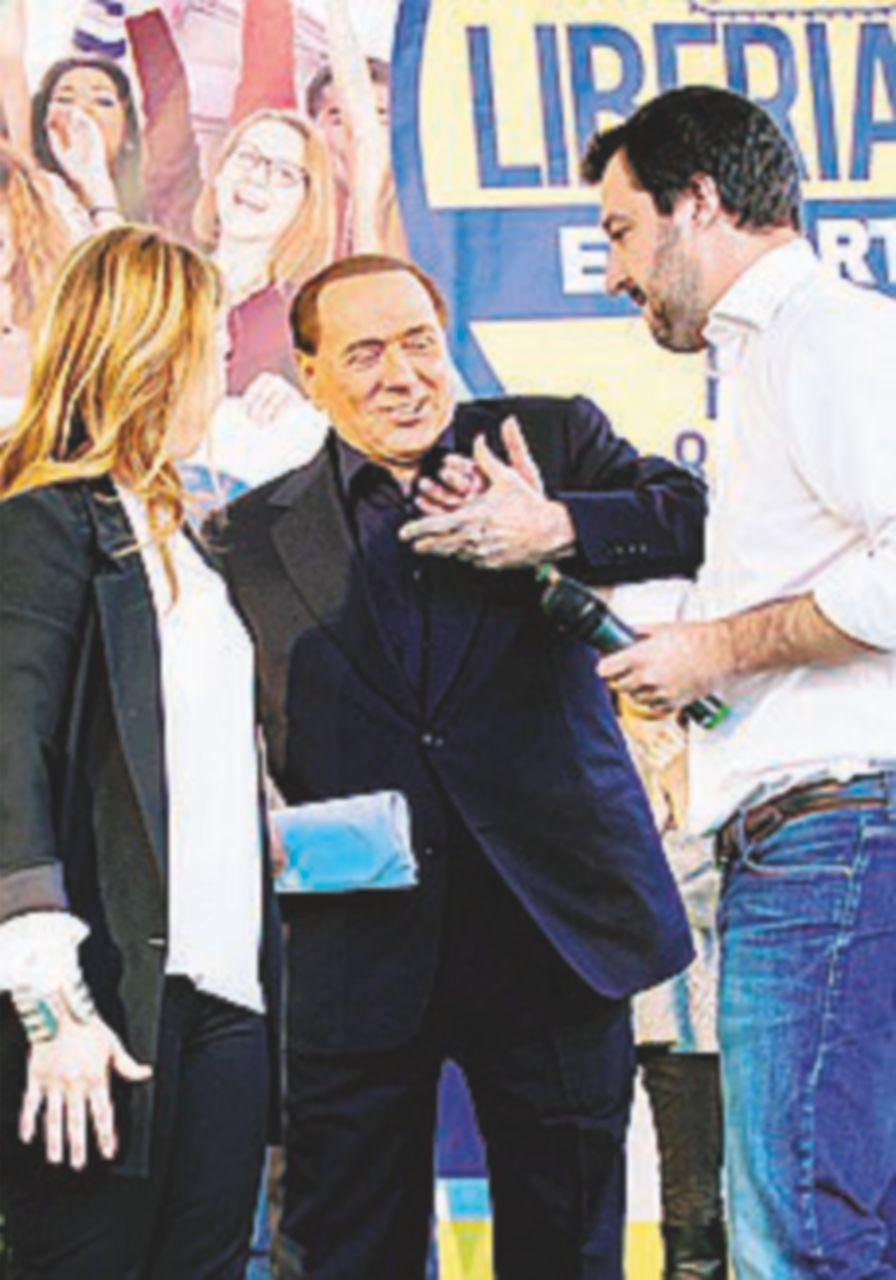 Berlusconi, Salvini e Meloni tornano insieme per il No