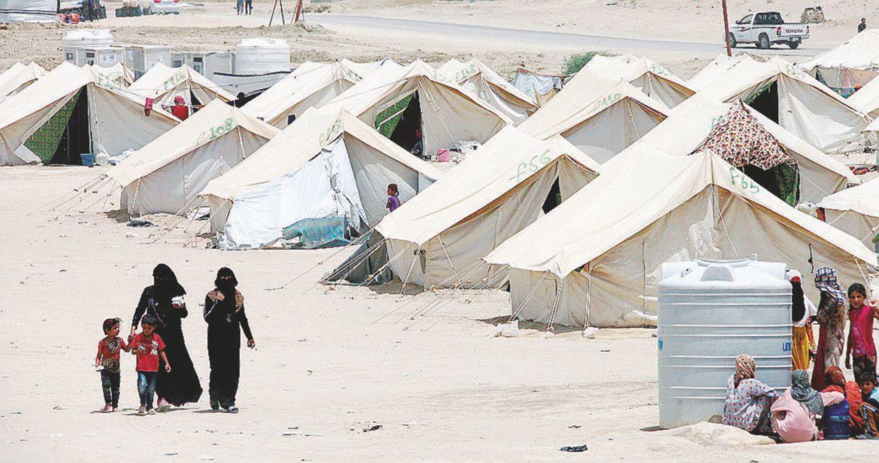 """Mosul è persa e i jihadisti diventano """"profughi"""""""