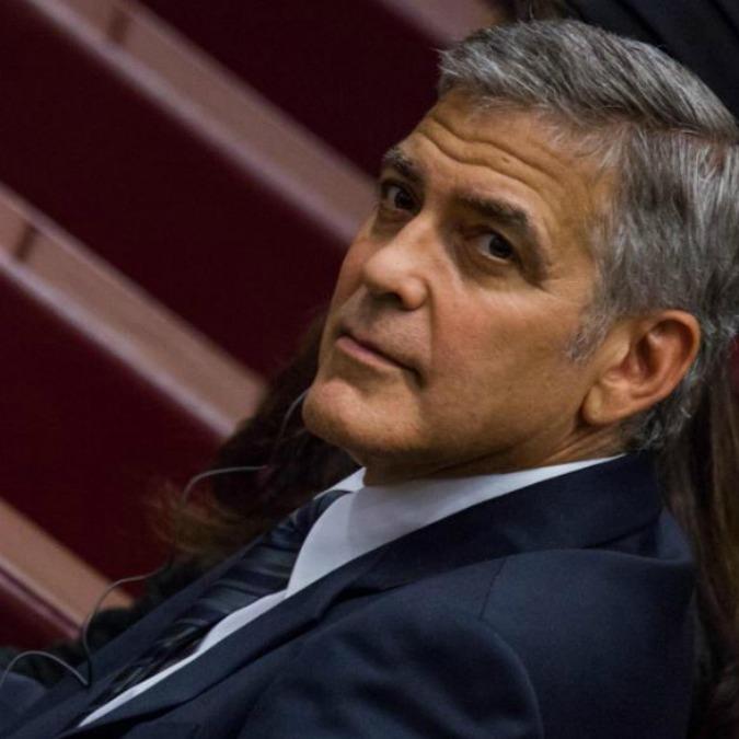 """Divorzio Angelina Jolie Brad Pitt, Clooney sorpreso davanti alle telecamere: """"Non lo sapevo, mi dispiace molto"""" (VIDEO)"""