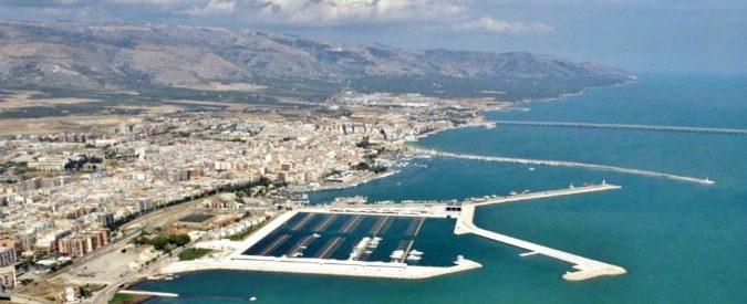 Petrolchimico Manfredonia, 40 anni dopo il disastro restano solo danni (e la colpa è di scampi e aragoste)