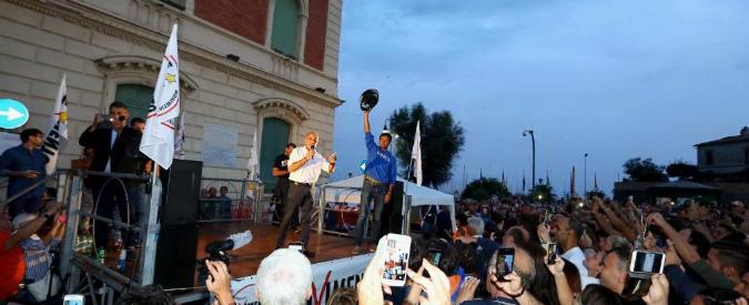 """Nettuno, in piazza gli attivisti M5s difendono direttorio e Raggi. E attaccano la stampa: """"Raccontate le storie giuste"""""""