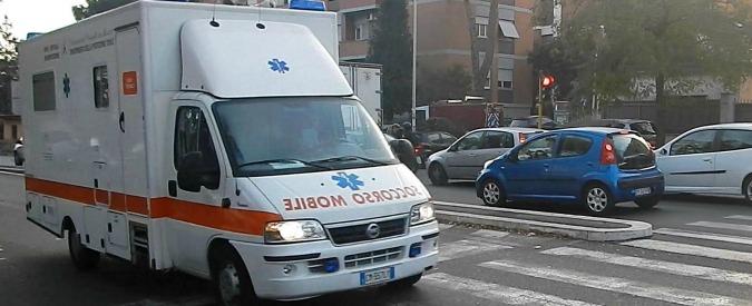 """Ambulanze, lavoratori del 118 contro volontari: """"Poco formati e fanno turni fino a 60 ore"""". A Ferrara parte indagine"""