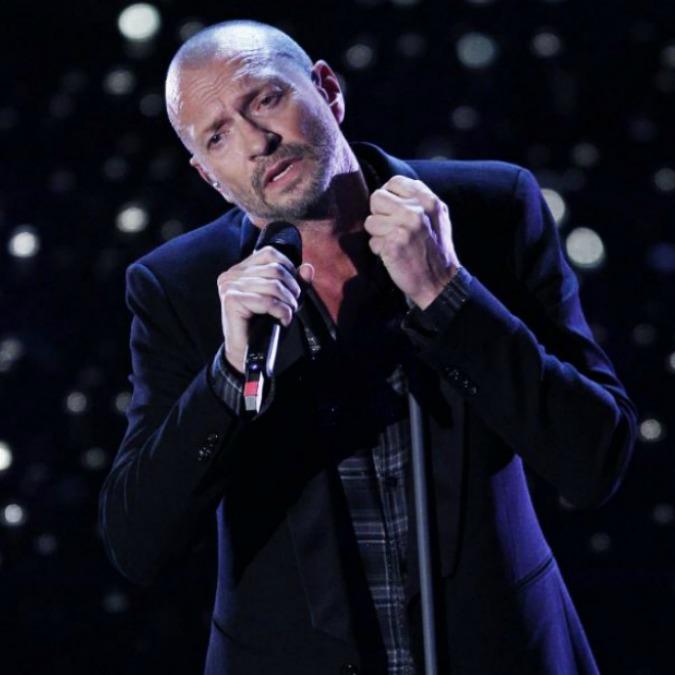 """Biagio Antonacci dice """"addio"""" al rock in favore di sonorità più """"sussurrate"""". Poco importa se di rock ha, forse, solo qualche disco a casa"""