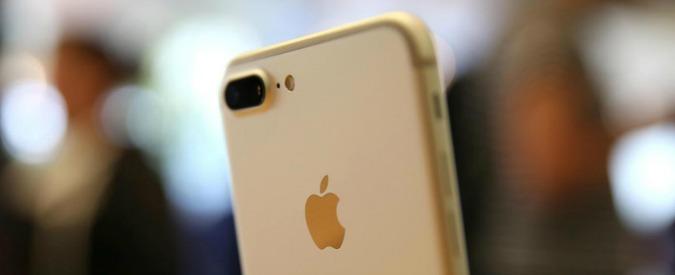 """Apple, iPhone rallentati: """"Con il nuovo aggiornamento di iOS sarà l'utente a scegliere se avere più prestazioni o più batteria"""""""