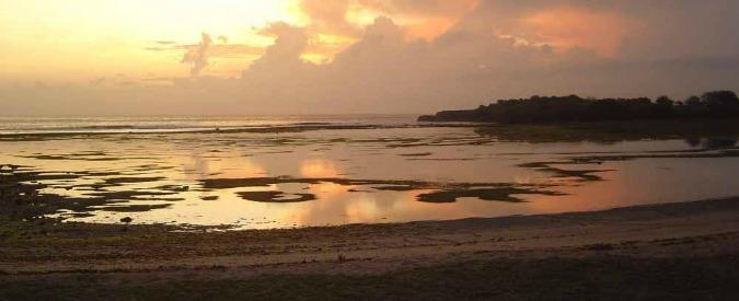 Bali, esplosione a bordo di un traghetto turistico: due morti e 20 feriti. Illesi i 2 italiani a bordo