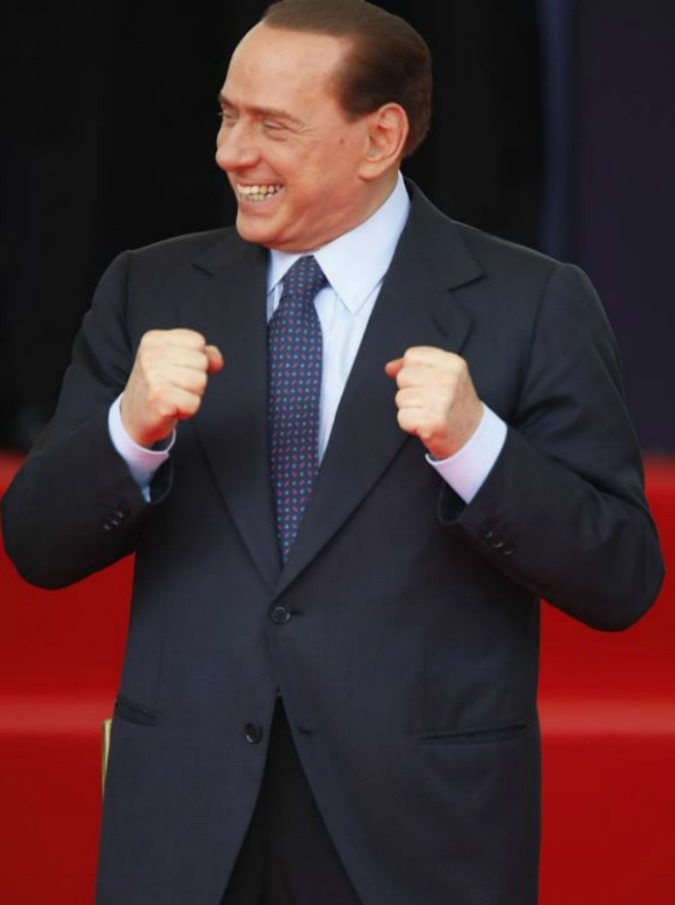"""Silvio Berlusconi a Pomeriggio 5: """"Le canzoni di quest'anno? Tutte boiate, meglio le mie"""". Poi, alla D'Urso: """"Non mi invitate mai sulle vostre tv"""""""