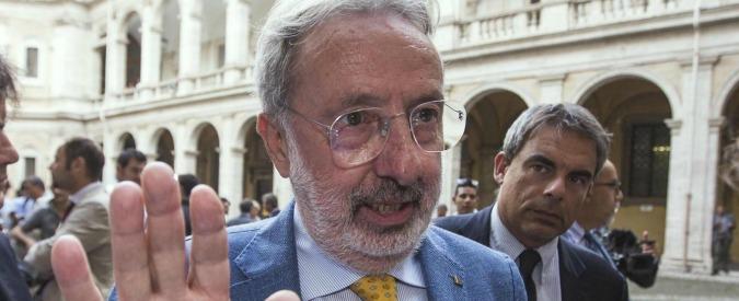"""Il senatore Buemi contro la stampa estera. """"Basta, l'Italia non deve più pagargli bollette e affitto della sala stampa"""""""