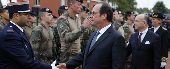 """Calais, Hollande: """"Giungla chiusa entro il 2016. Ma anche la Gran Bretagna faccia la sua parte"""". Londra: """"È faccenda francese"""""""