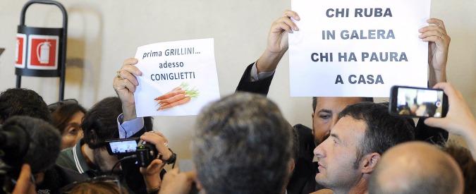 Campidoglio, caos per l'Assemblea su Roma 2024: urla, contestazioni e aula sgomberata nel giorno del no ai Giochi