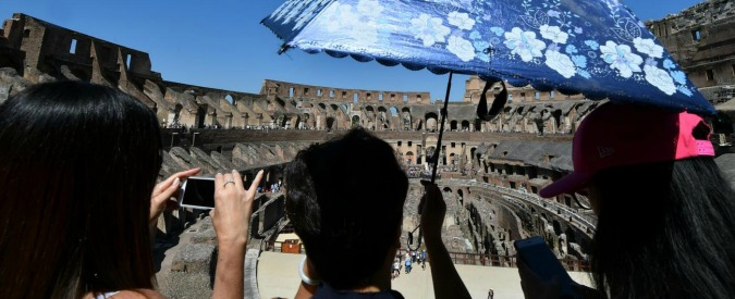 """Copyright, Ue: """"Nessuna regola sui selfie davanti al Colosseo e agli Uffizi. Italia decida se vale o no il diritto d'autore"""""""
