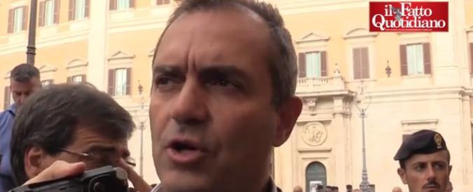 """Napoli, scontro De Magistris – Saviano: """"Tuo successo cresce con spari camorra"""" """"Sindaco sarà accoltellato da suoi lacché"""""""