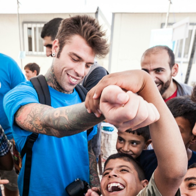 Fedez in Siria, il suo viaggio tra i rifugiati nella Valle della Bekaa (FOTO)