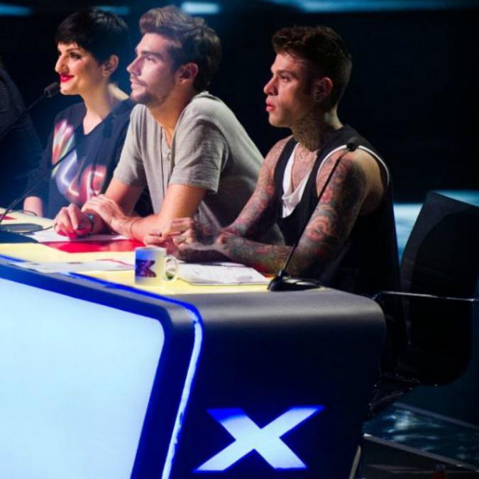 """X Factor 2016, il siparietto tra Fedez e Arisa. Lei manda al rapper un biglietto, lui risponde: """"S***!"""" (VIDEO)"""