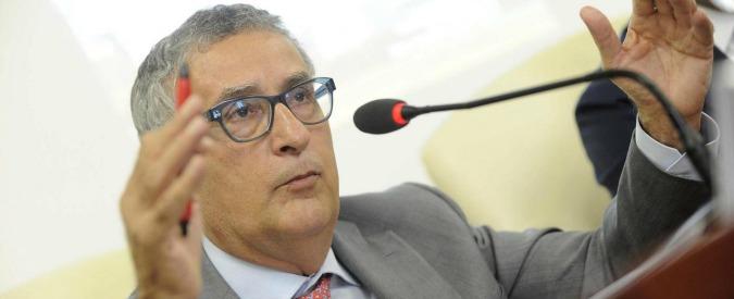 """Beni confiscati, il procuratore antimafia Roberti: """"Prendere in considerazione l'idea di venderli"""""""