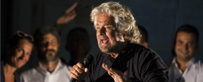 """Roma, Grillo: """"I media italiani sono l'oppio dei popoli. Servono a coprire un Paese che va a rotoli"""""""