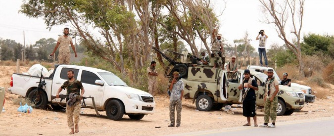 """Libia, i due italiani in mano a """"un gruppo di criminali"""": rischio che li vendano ai terroristi. Viaggiavano senza scorta"""