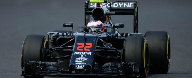 """Apple, dall'iPhone alla F1: """"Cupertino studia acquisizione McLaren"""". Ma la casa automobilistica smentisce"""