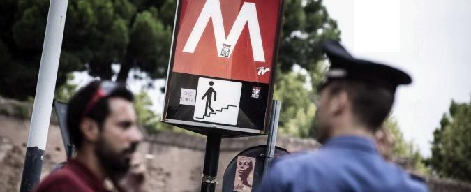 Roma, aggressione in metro B per sigaretta: arrestato il terzo uomo