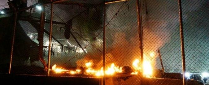 Grecia, scoppia incendio in campo profughi a Lesbo: 4mila migranti evacuati