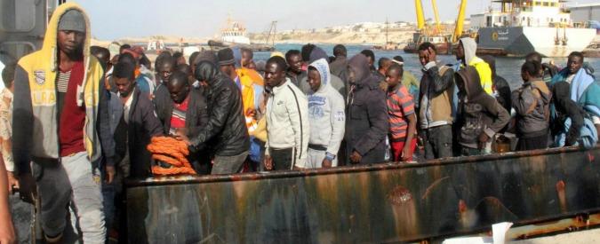 """Migranti, """"nei campi in Libia botte, stupri e furti. Ci sparavano contro. E l'ultimo giorno ci fecero mangiare sabbia"""""""