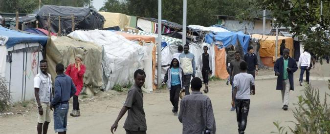 Migranti, la Gran Bretagna finanzierà la costruzione di una barriera sull'autostrada a Calais