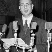 Nel 1956 fu eletto all'Assemblea costituente, e fece parte della Commissione dei 75, incaricata di redigere il testo della Carta