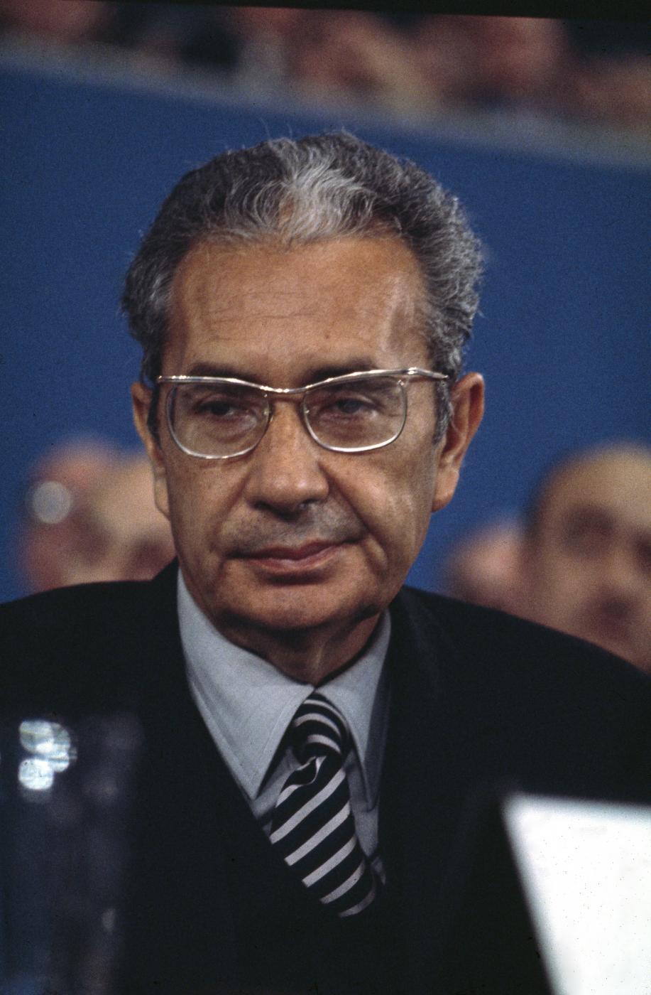 La figura di Aldo Moro è stata interpretata nel cinema da molti attori. Tra gli altri, Gianmaria Volontè e Roberto Herliztka