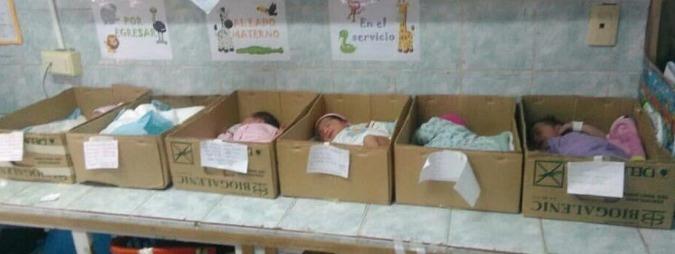 """Venezuela, la denuncia di un pediatra: """"Neonati in ospedale in scatole di cartone"""""""