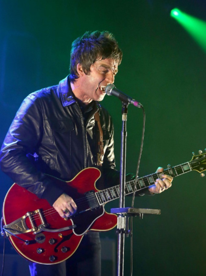 Noel Gallagher riapre la Manchester Arena e si commuove