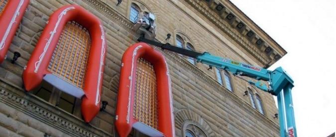 Firenze, quei gommoni su Palazzo Strozzi sono davvero un'opera d'arte?