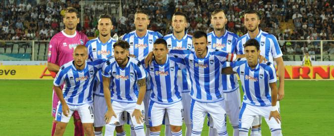 Pescara, stadio pieno per il ritorno in Serie A della squadra di calcio. E ai politici arrivano gli abbonamenti Vip gratis