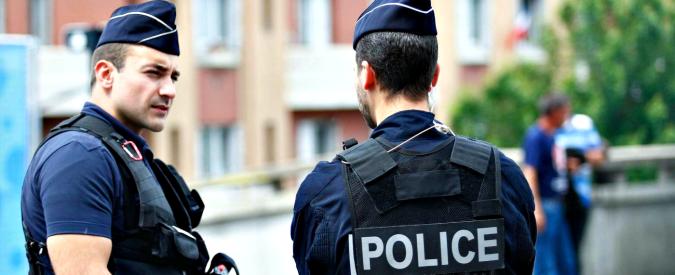 """Bruxelles, due poliziotti accoltellati: un arresto. Procura: """"Attacco terroristico"""""""