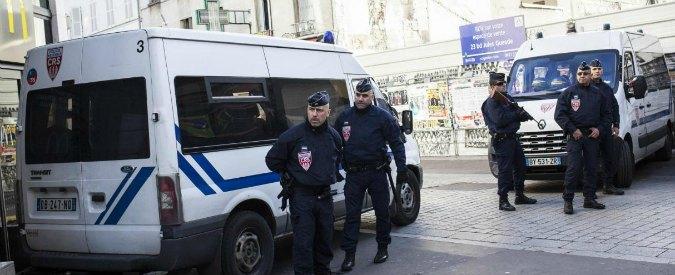 """Terrorismo Parigi, """"3 donne arrestate preparavano attentato a Gare de Lyon. Una di loro giurò fedeltà all'Isis"""""""