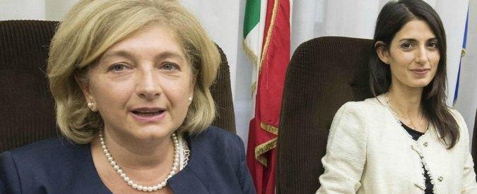 """Roma, Muraro indagata. I militanti M5s: """"Poteri forti? State facendo tutto da soli"""". """"Raggi chiedi scusa e vai avanti"""""""