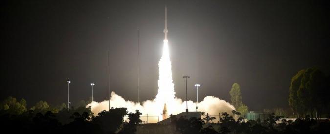 Stati Uniti, razzo Falcon 9 esplode durante test per il lancio alla base di Cape Canaveral: nessun ferito
