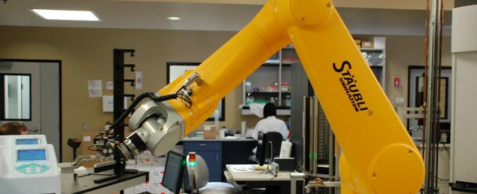 La tecnologia deve aiutare l'uomo, non creare disoccupazione