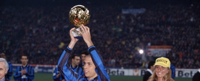 """Ronaldo spegne 40 candeline: dalla favela alla coppa del mondo. Gli scatti di una carriera da """"Fenomeno"""" (FOTO – VIDEO)"""