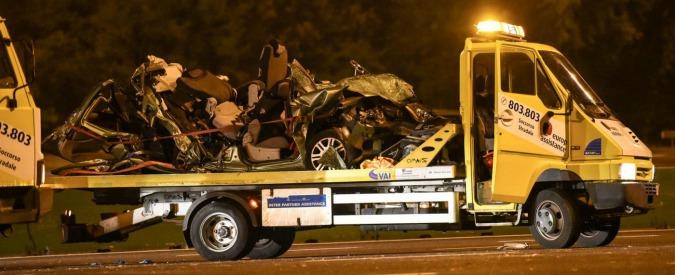 Rondissone, Tir travolge auto ferma al casello: due morti. Fermato il camionista dopo la fuga: era ubriaco