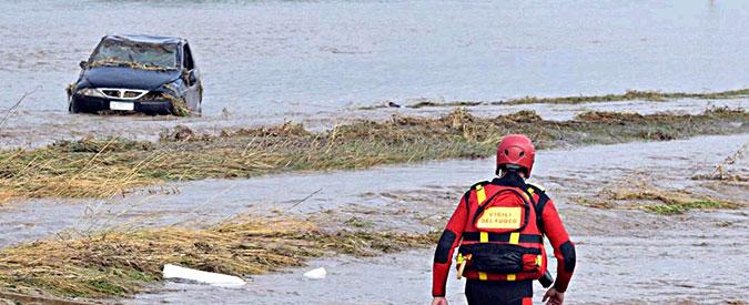 Maltempo, un morto in provincia di Foggia. Traffico in tilt per gli allagamenti